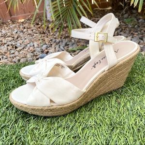 American Eagle Payless Cream Bow Wedges Shoes